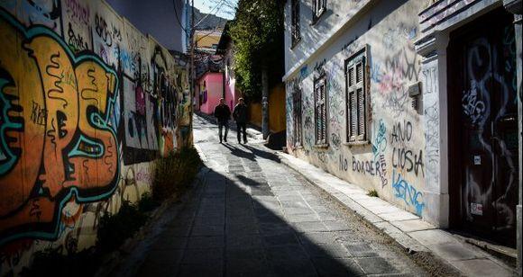 ...graffitti street....