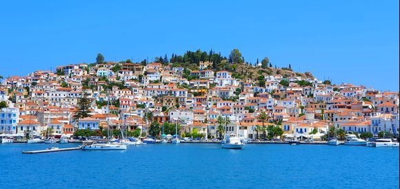 The Poros full of color