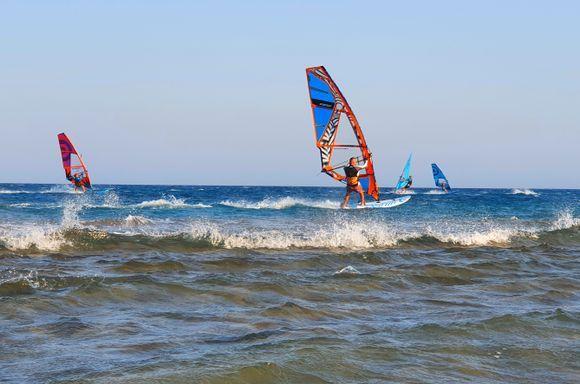 Prassonisi: surfers between the seas