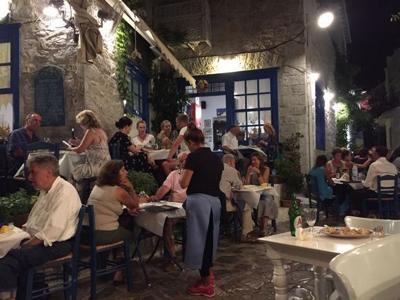 There is always a nice atmosphere in the evening, and there are many good, nice places to have dinner