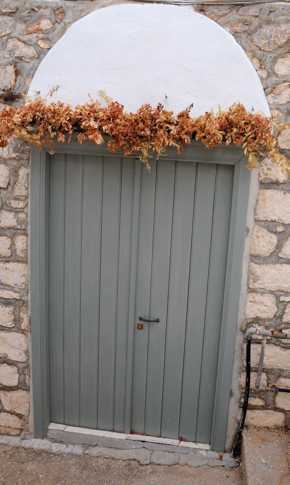 A beautiful decoration to the door.