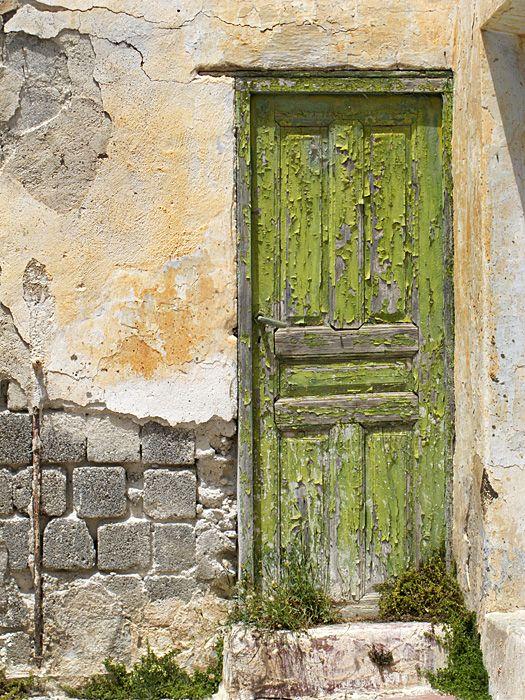Green door in Megalochori.