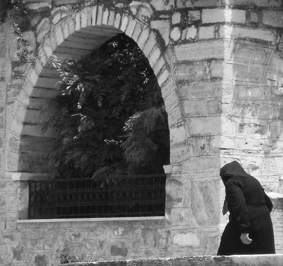 Arch and woman in Filoti.