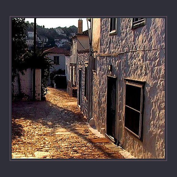 In this neighbourhood. Hydra, 2004