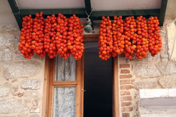 Pirghi_Drying Tomatos