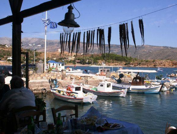 Il porto di Limnia dalla Taverna