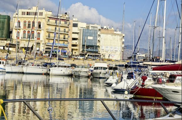 One of Heraklion's most picturesque places, and one of my favorites is sitting beneath Koules Fortress at the Marina Cafe on the yacht basin. The city, at first glance, is not as beautiful as Chania or Rethymno, but when you live here her beuaty shines through.
