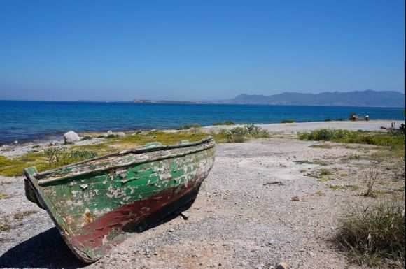 Abandoned boat at the coast of Agistri