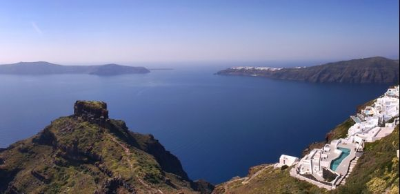 View of Skaros and Oia from Imerovigli. View the 360 aerial of Imerovigli on http://www.greeka.com/cyclades/santorini/pictures/360/skaros2/