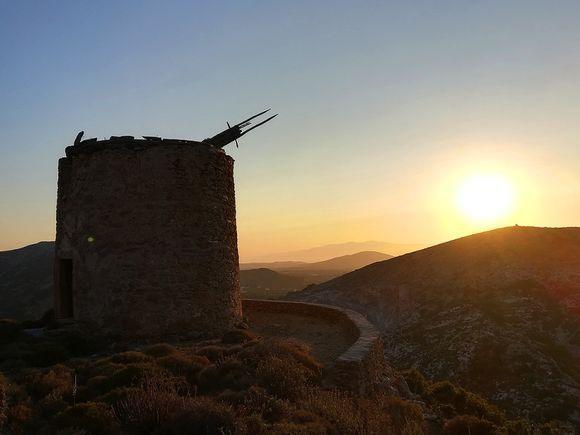 Old windmill above Filoti village
