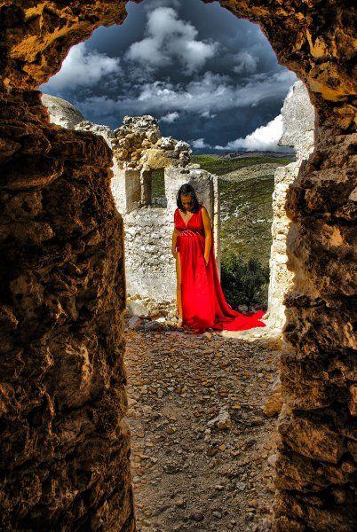 Aphrodite spirit among the ruins ...