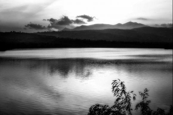 marathon lake sunset