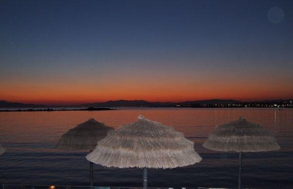 balux café at sunset