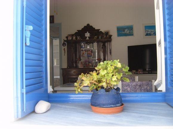 Amorgos peeping in