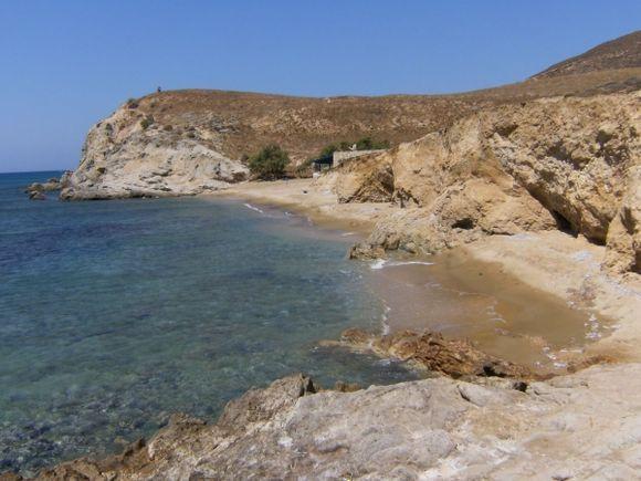 Mikro Roukounas beach