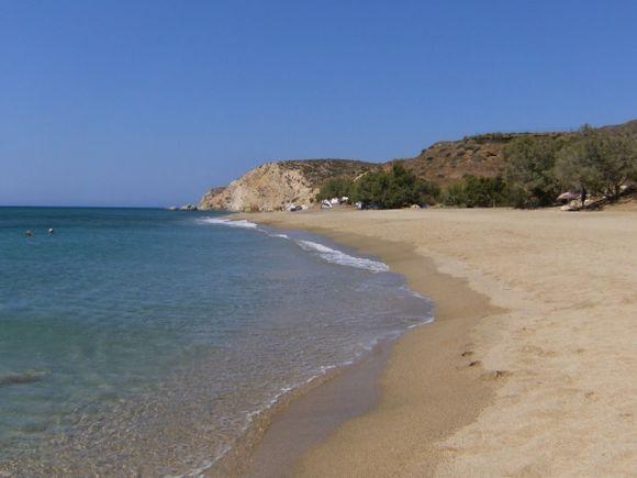 Roukounas beach