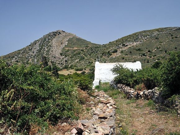 Start of a hike path from Engares to Kinidharos
