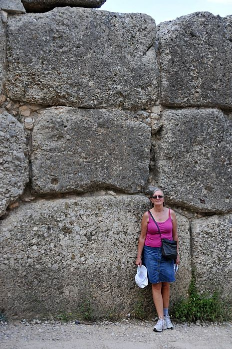 The stones nera the Lion gate are not small at all