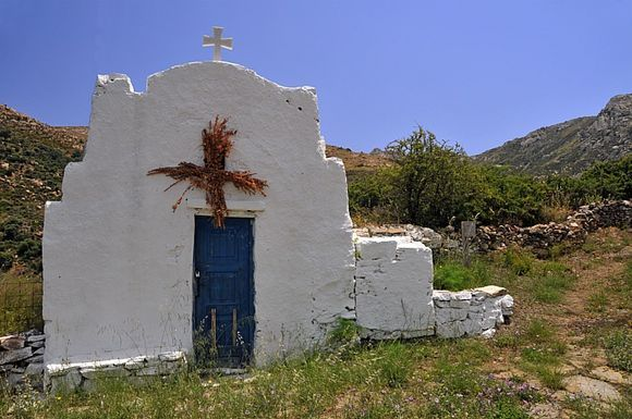 Chappel at the start of a hike path from Engares to Kinidharos
