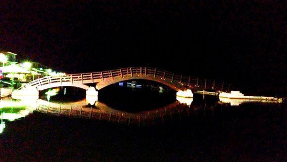 The bridge in Lefkada town by night.
