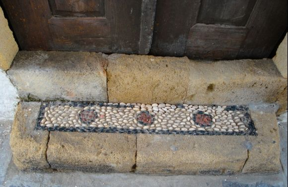 Lindos: chochlaki (mosaic of stones) at the entrance of a house