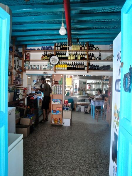 Donoussa life: kafeneio, taverna, market To Kyma