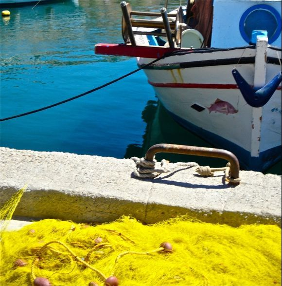 Yellow net in the little harbour of Vathy
