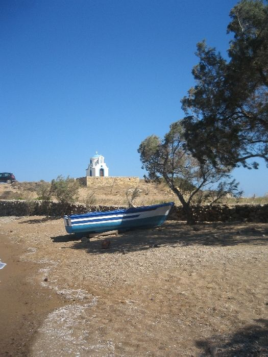 Beach of Tourkomnima with its little church