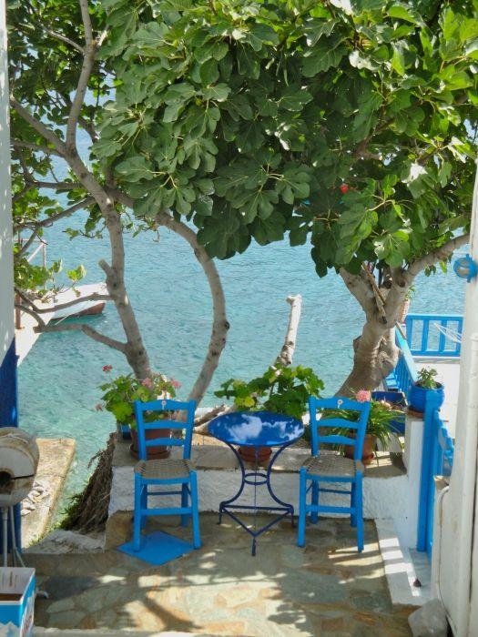 Gglimpse along the footpath from Xilocheratidi to Agios Panteleimon