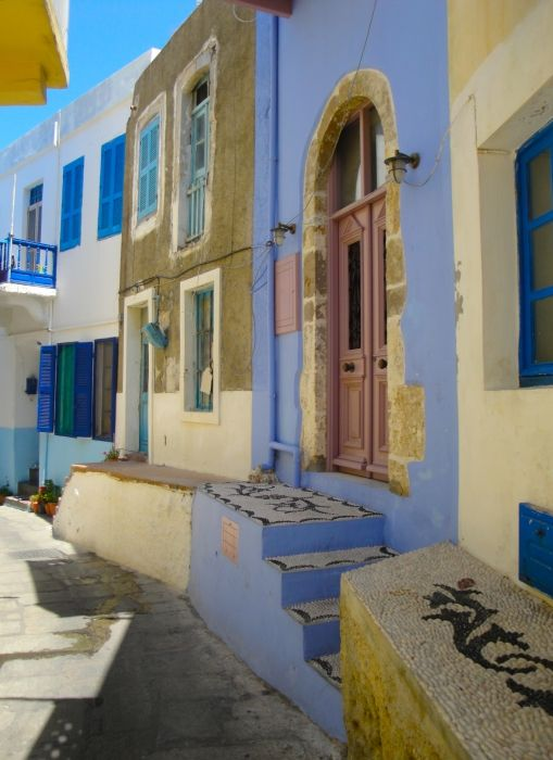 Walking in Mandraki: blue house with typical choklaki