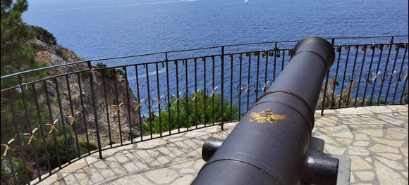Locks, boats and a... cannon