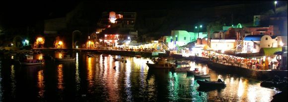 The port of Ammoudi an hour after sunset