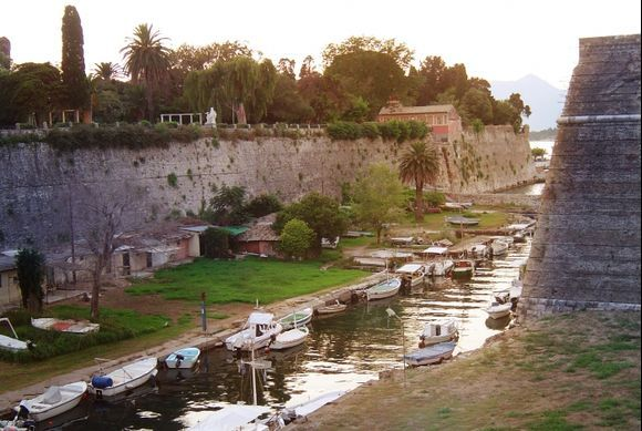 The channel between the Old Fortress and the esplanade.