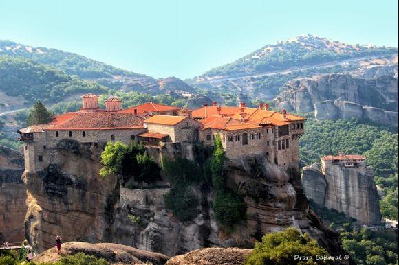 Meteora monasteries hanging/1
