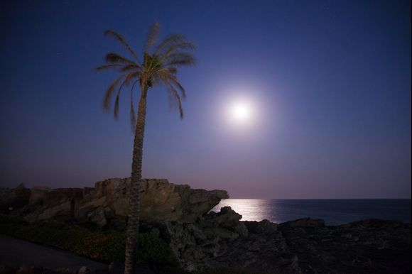Full moon in Kallithea