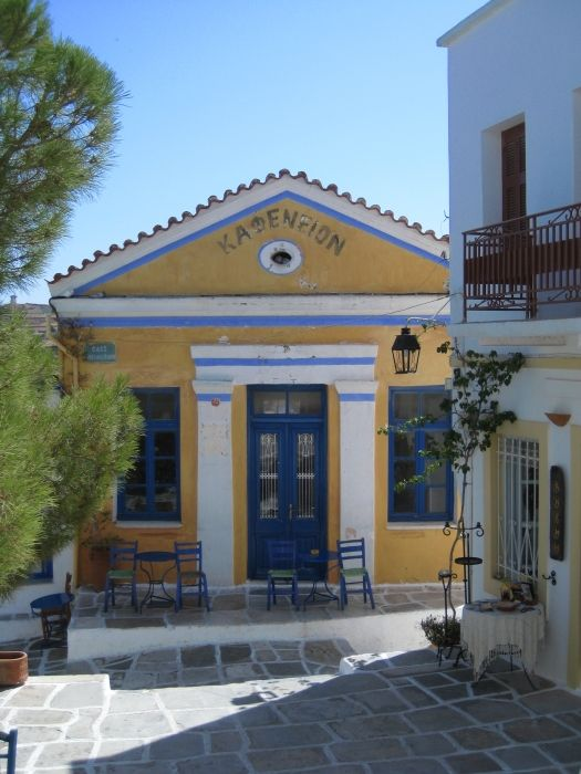 Old kafenion in Lefkes