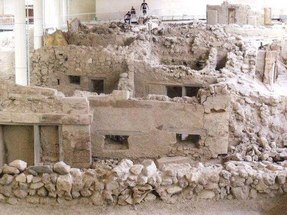akrotiri remains
