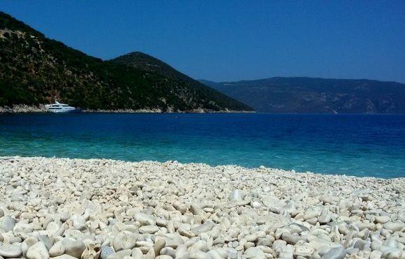 Antisamos white pebbles