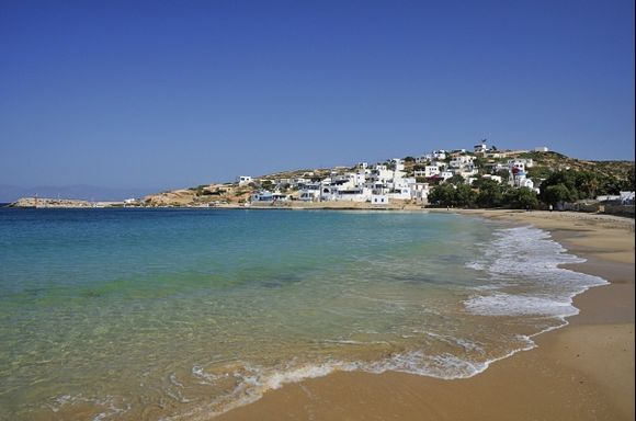 the beach invites you