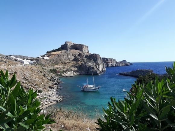 the amazing Acropolis above the bay of Ag. Pavlos