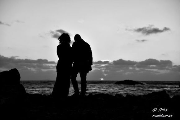 love does not end at the end of the day (a snapshot with unknown persons)