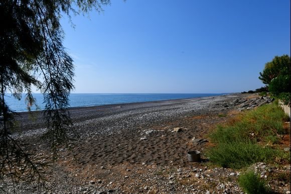 the large and quiet beach of Gennadi