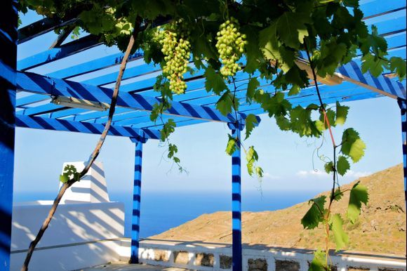 I remeber the smell of the air under the grapes at Panagia Skopiani