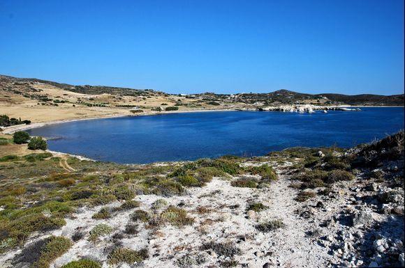 the long beach of Ellinika at te western coast of Kimolos. No people, no shadow.