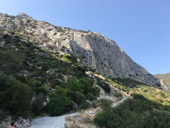 The road to Cave of Pythagoras