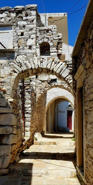 Street arches in Apiranthos