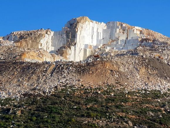 Marble quarries located near the village of Kynidaros.