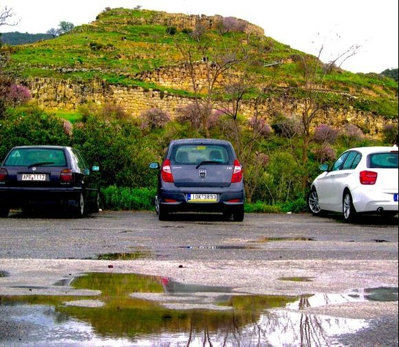 Walls car walls: the modernity in the middle of the old.