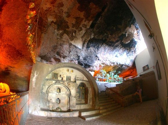 Mega spileo: the cave