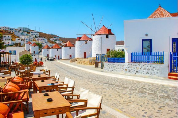 Traditional Windmills of Astypalea 🇬🇷 Eight traditional windmills line the path to the Castle in Chora. They have been preserved and they mark probably the most picturesque spot of the village.